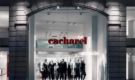 264ba86c5 No Brasil, CACHAREL é praticamente sinônimo de um tipo de blusa de malha  mais ajustada ao corpo e com gola rolê, que se tornou referência para uma  geração ...