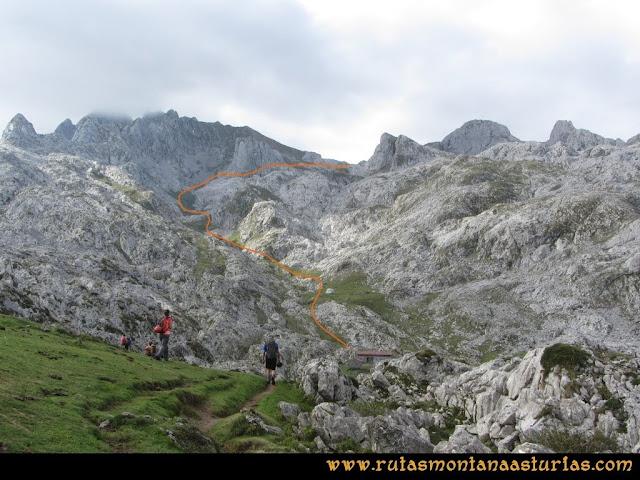 Ruta Pan de Carmen, Torre de Enmedio: Collado Gamonal y Refugio de Vegarredonda