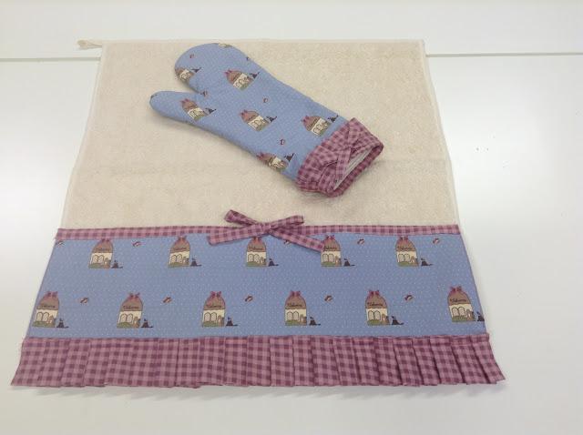 Paño de cocina con guante a juego muy mono utilizando telas de la colección de Veronique Requena