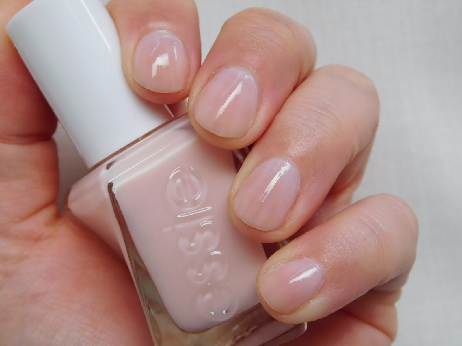 Pretty Perfect Beauty: NOTD: Essie Gel Couture \