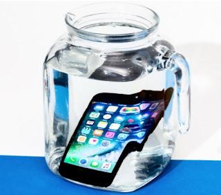 Google Pixel vs iPhone, iPhone water resistance
