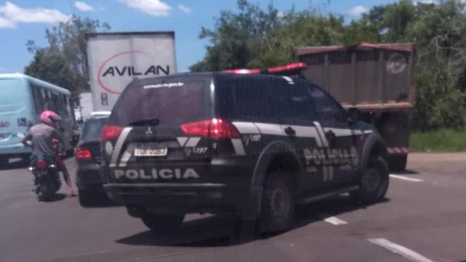 Um ladrão morto e oito presos após roubo em depósito de Cachoeirinha