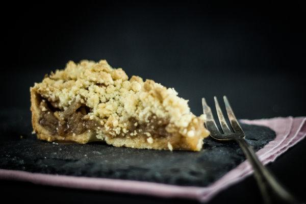 Rezept für einen einfachen Apfelkuchen - der perfekte Sonntagskuchen! By titatoni.de
