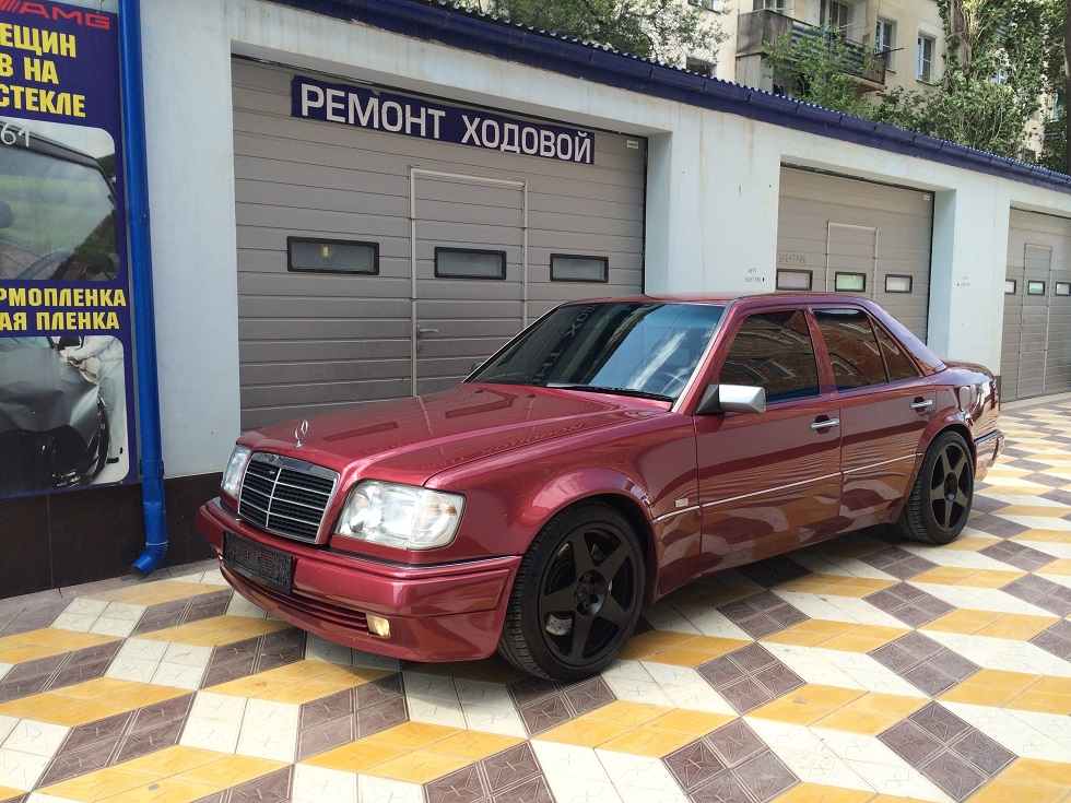 Mercedes-Benz E500 W124 on Black Neez Euro Five Wheels