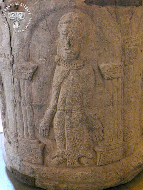 PONT-SAINT-ESPRIT (30) - Musée d'Art Sacré du Gard : Cuve baptismale romane en plomb (XIIe siècle)