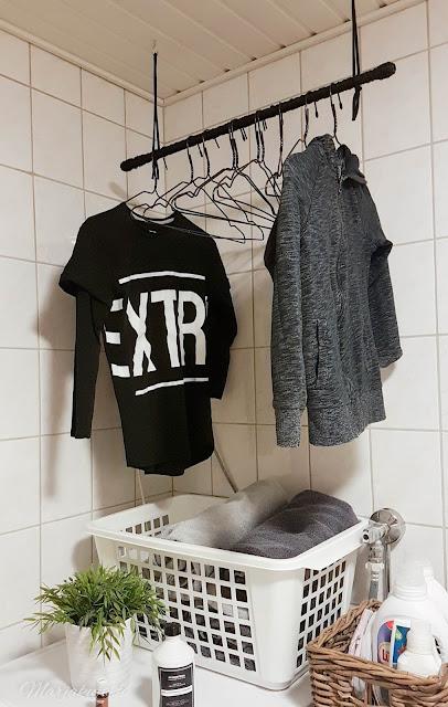 diy sisustus , kuparirekki , vaaterekki , kupariputki , henkarit , vaatesäilytys , naulakko pyykki, pesuhuone pesukone vaatteet