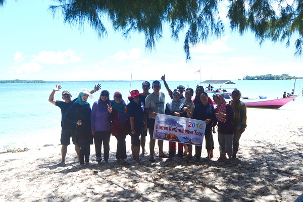 foto peserta paket wisata kurnia karimunjawa bulan april