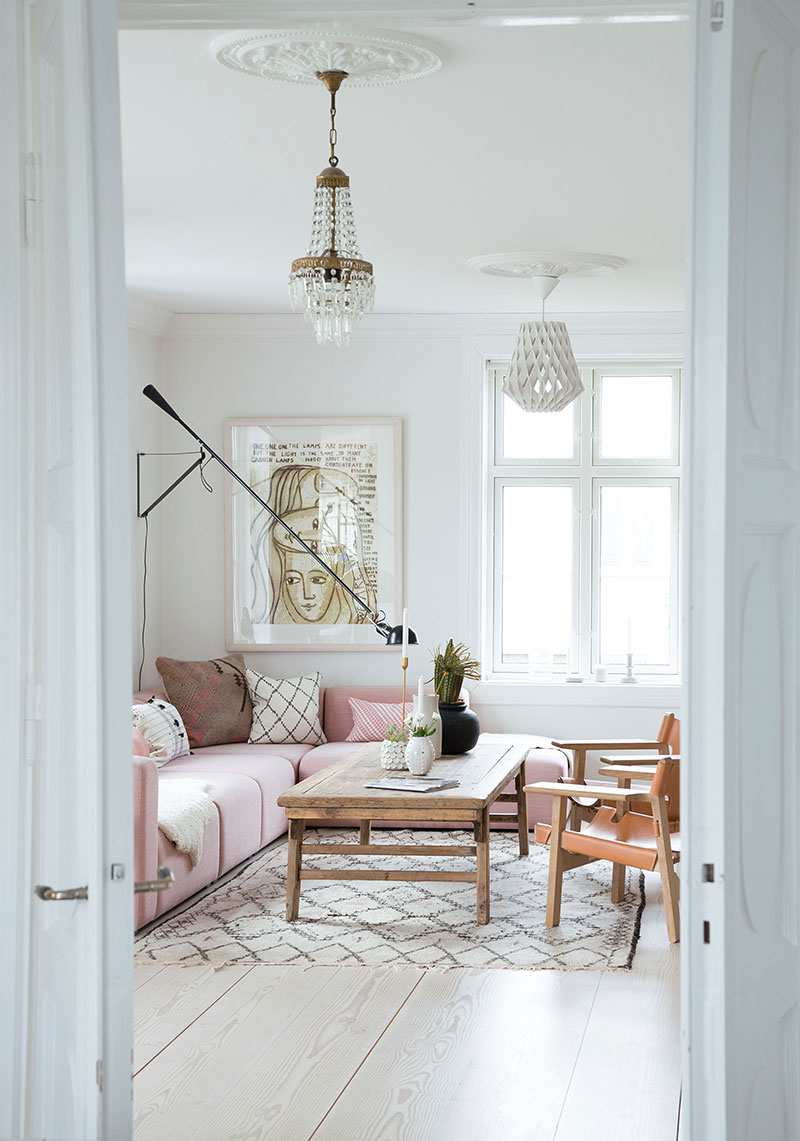 COUNTRY HOUSE IN NORWAY WITH PASTEL TOUCHES