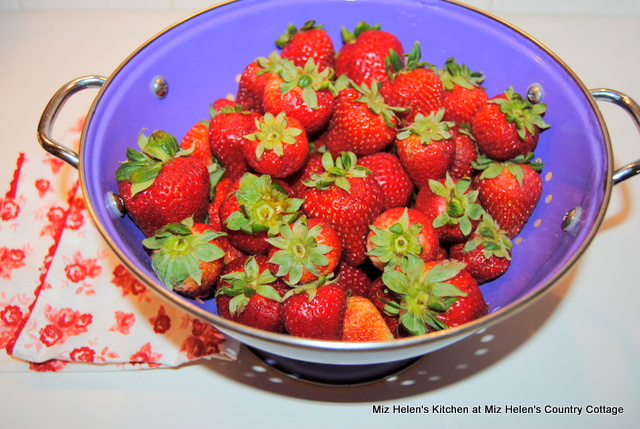 Retro Strawberry Ice Box Dessert at Miz Helen's Country Cottage