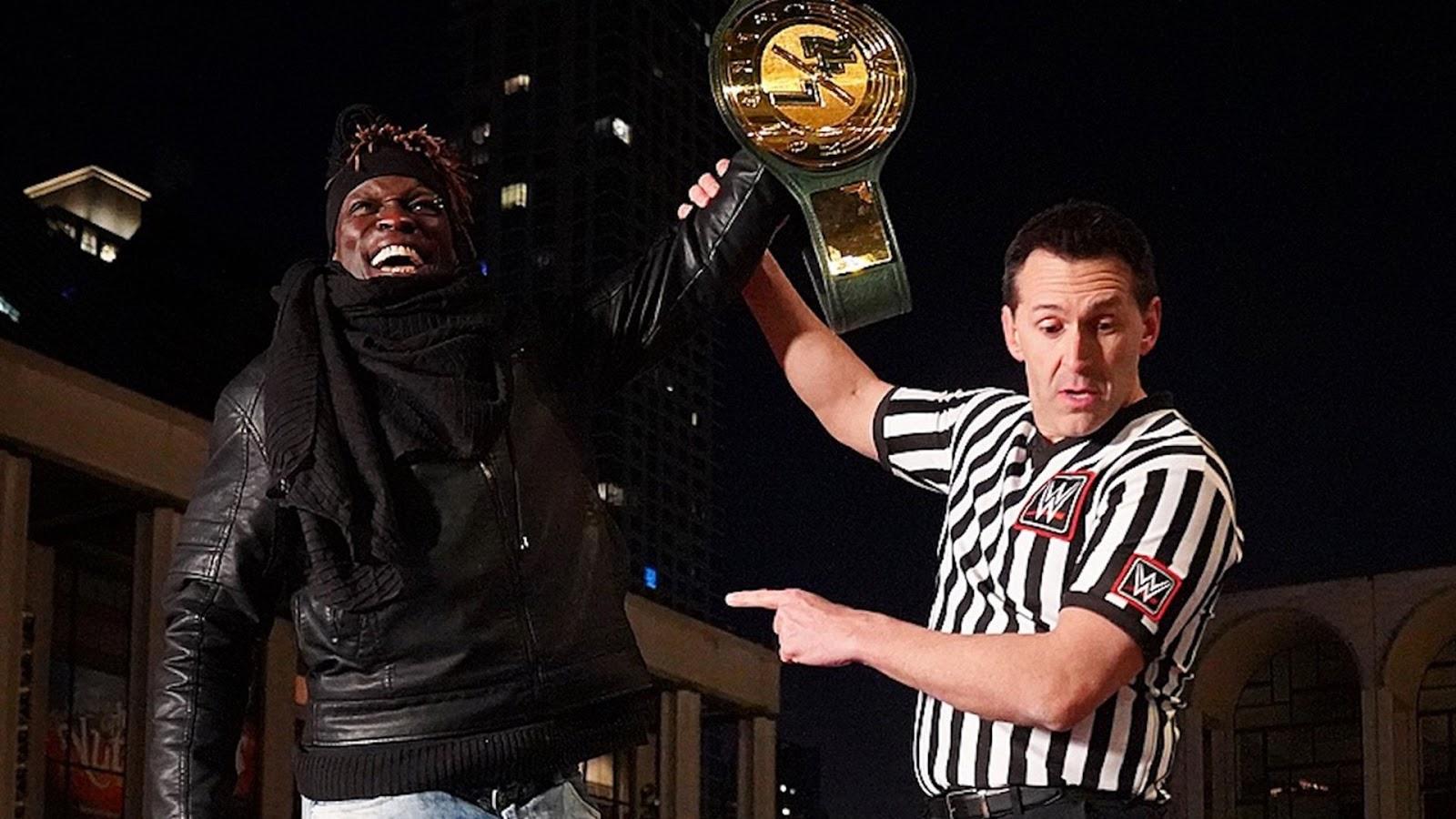 Drew Gulak zomba do reinado de R-Truth com o WWE 24/7 Championship