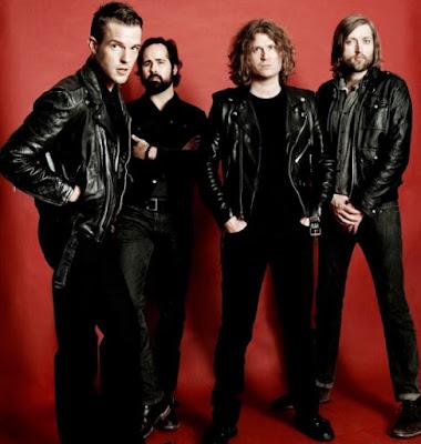 Foto del grupo The Killers parado