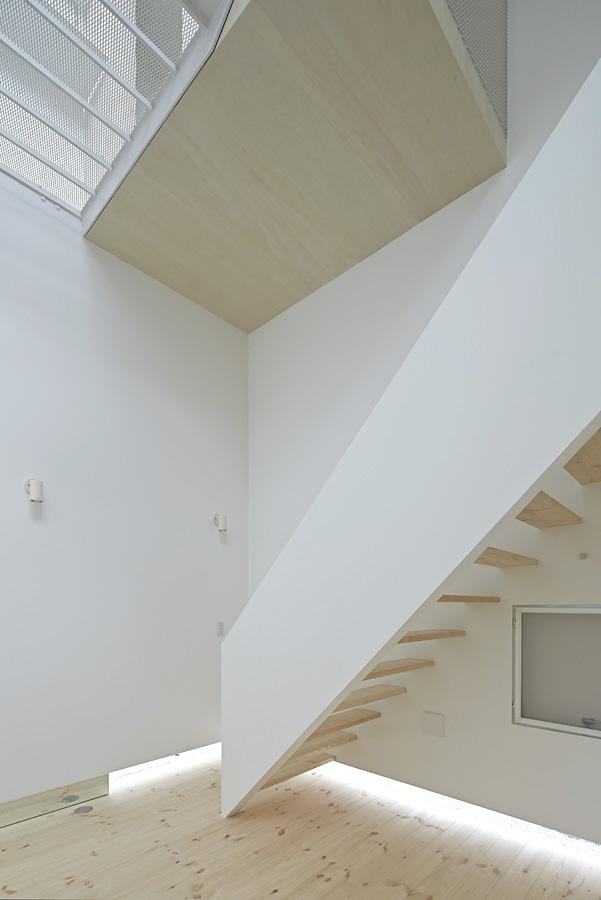 09-A-L-X-Sampei-Junichi-Architecture-Building-that-Envelops-Beauty-www-designstack-co