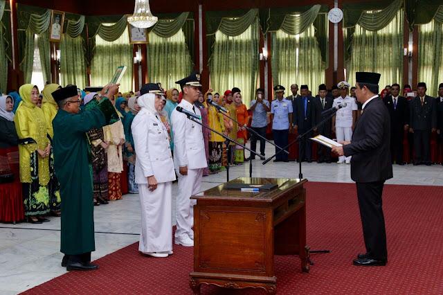 Hj Noormiliyani Saat Dilantik Sebagai Bupati Barito Kuala Oleh Gubernur Kalsel dan Menjadikannya Sebagai Bupati Wanita Pertama di Kalsel