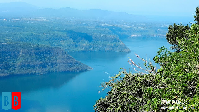 Some of the cliffs on the lakeside boundaries of Cuenca fell right into the blue-green waters of Taal Lake.