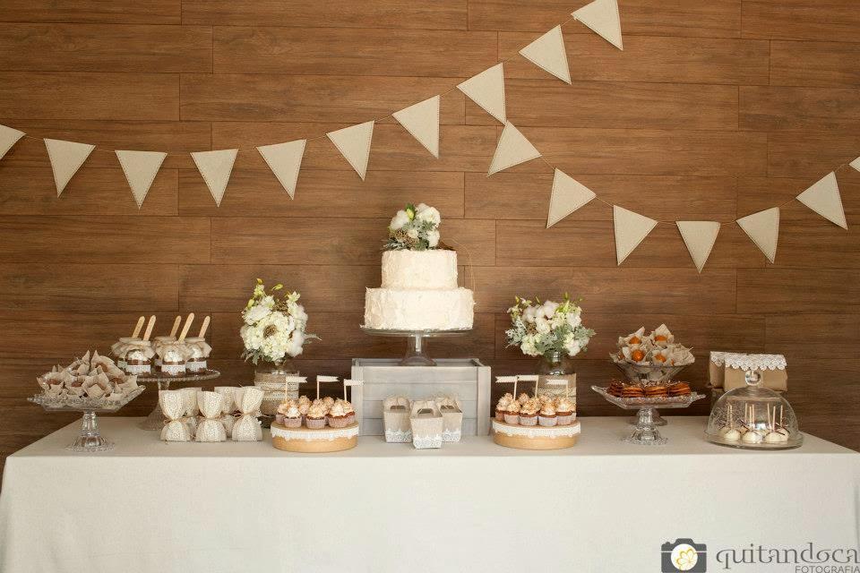 bodas-algodao-mesa-bolo-bandeirolas