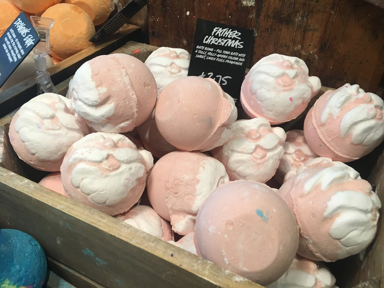 lush-father-christmas-bath-bomb