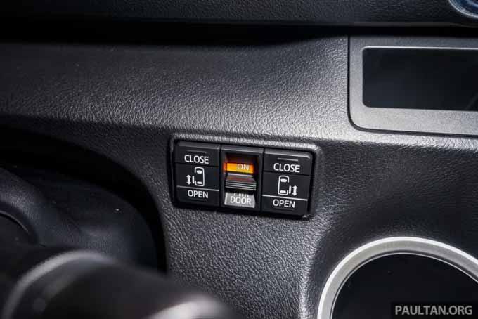 Foto ruang dalam Toyota Sienta MPV Kompak Baru 2016