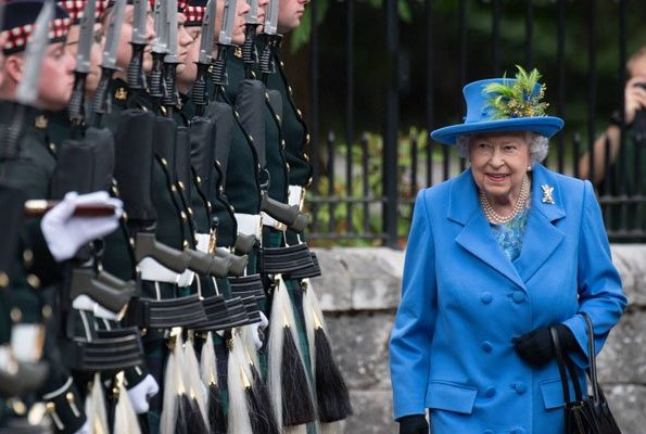 Queen Elizabeth II arrived at Balmoral Castle to begin summer holiday.