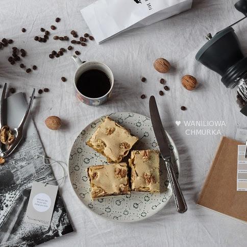 Kruche jaglane ciasto z orzechami włoskimi i aronią