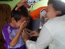 15 Ekspresi Anak Sekolah Ketika Di Beri Vaksin. Bagaimana Dengan Kalian Dulu?