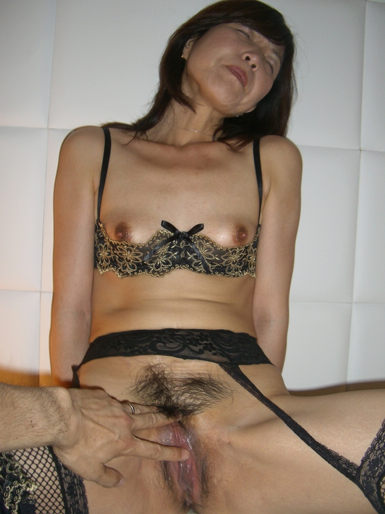 Disgusting sex with very skinny mature pussy 6