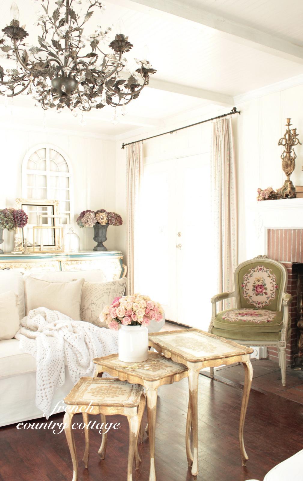 Romantic Living Room: Romantic Vintage Florentine Tables