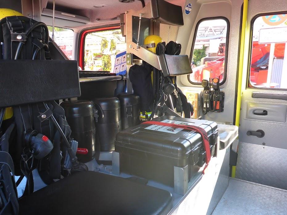 Пожарная, машина, вид, внутри, баллоны с кислородом, рации,