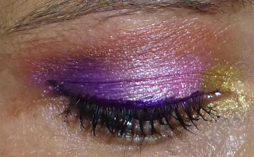 Eye shadow look using Designer Brands Bold Palette