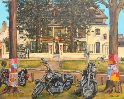 plein air oil painting of colonial heritage architecture, the Macquarie Arms in Thompson's Square, Windsor, with bikes painted by artist Jane Bennett