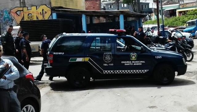 Após baterem em carro de GCM de folga, ladrões em fuga com carro roubado são detidos pela ROMO de Santo André