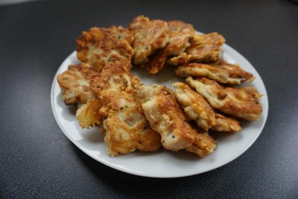 leniwe devolaye z pieczarkami i żółtym serem