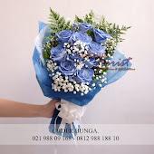 handbouquet bunga mawar biru, blue rose