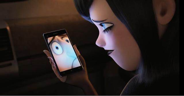 Mavis sedang video call dengan Papa Drac