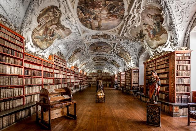 Sala teológica, Biblioteca del Monasterio de Strahov :: Canon EOS5D MkIII | ISO800 | Canon 17-40@17mm | f/4.0 | 1/25s