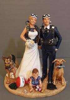 statuine torta nuziale sposi sub cake topper con bambina e due cani orme magiche