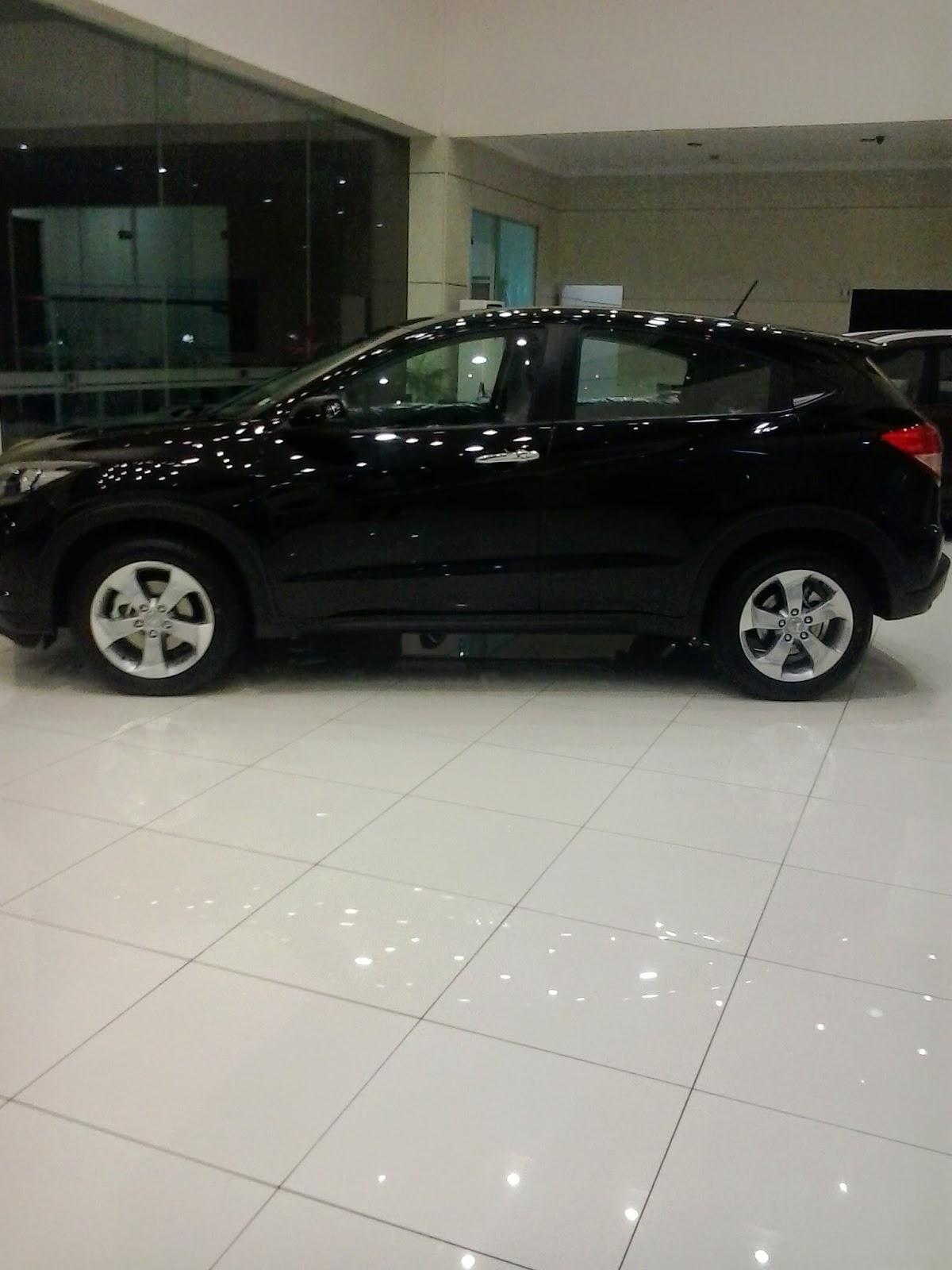 HRV di panjang di dealer resmi penjualan mobil Honda