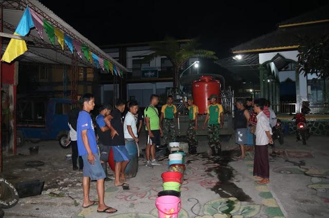Yonif Mekanis Raider 411 Kostrad Beri Bantuan Air Bersih ke Desa yang Alami Kekeringan