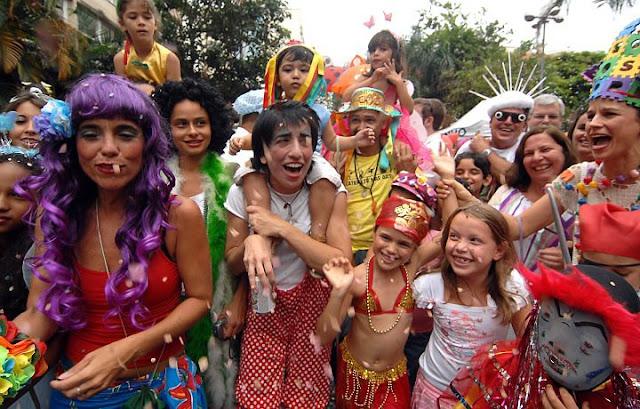 Veja os seus direitos no carnaval, no gasto com alimentos, bebidas, hotéis e táxis