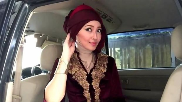 Cara Memakai Jilbab Turban Instan untuk Kondangan dengan Kebaya