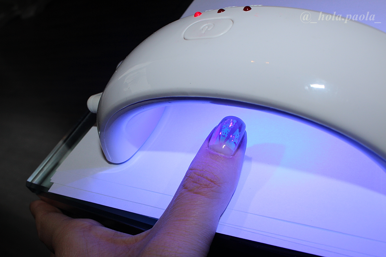 Glass nails na hybrydzie, instrukcja krok po kroku jak zrobić szklane paznokcie efekt szkła na hybrydzie hybryda semilac hola paola nail art