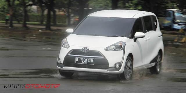 Fitur Keunggulan Toyota Sienta 2017