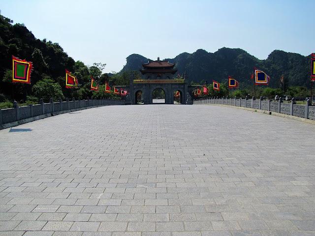 bridge hoa lu ancient capital vietnam