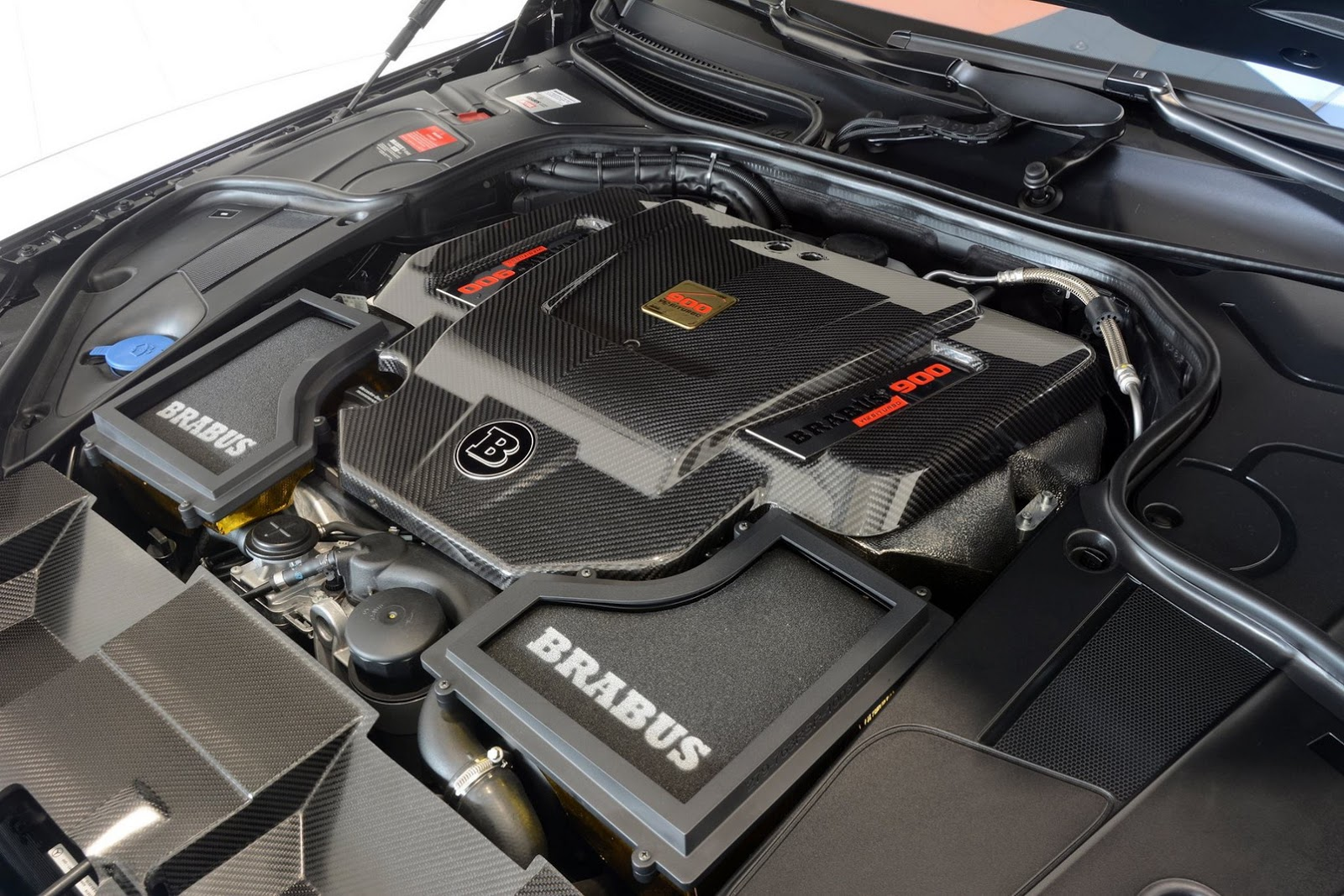 Brabus Maybach-Based Rocket 900 bán giá 500.478 bảng