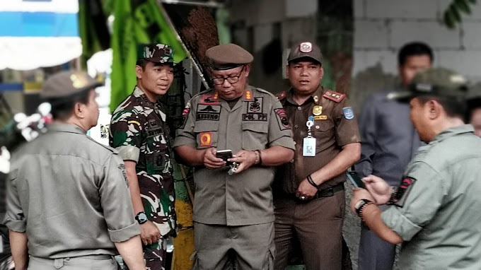 Koramil 03/Sukmajaya Bantu Penertiban PKL di Jalan Proklamasi