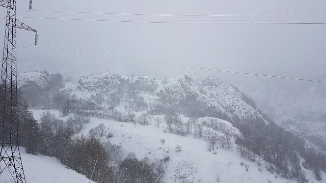 Mglisty dzień we francuskich górach
