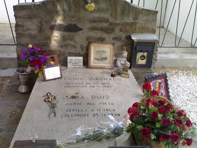 Foto al lugar donde están los restos de Antonio Machado