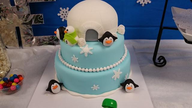 blue and white winter wonderland theme birhtday cake jellybeantrail