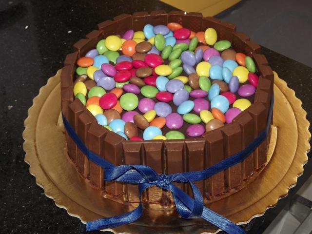 Le Torte Di Lara Torta Smarties E Kit Kat Per Alessia