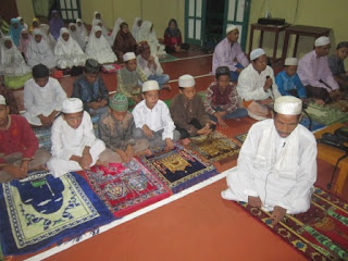 Sholat Sunat Hajat di MI Al Raudlah