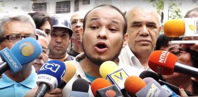 Colectivos de la Plaza Bolívar agreden al periodista y político Carlos Julio Rojas